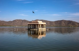 The lake at Jal Mahal